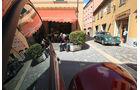 Mille Miglia 2010 - Aston Martin in idyllischer Altstadt
