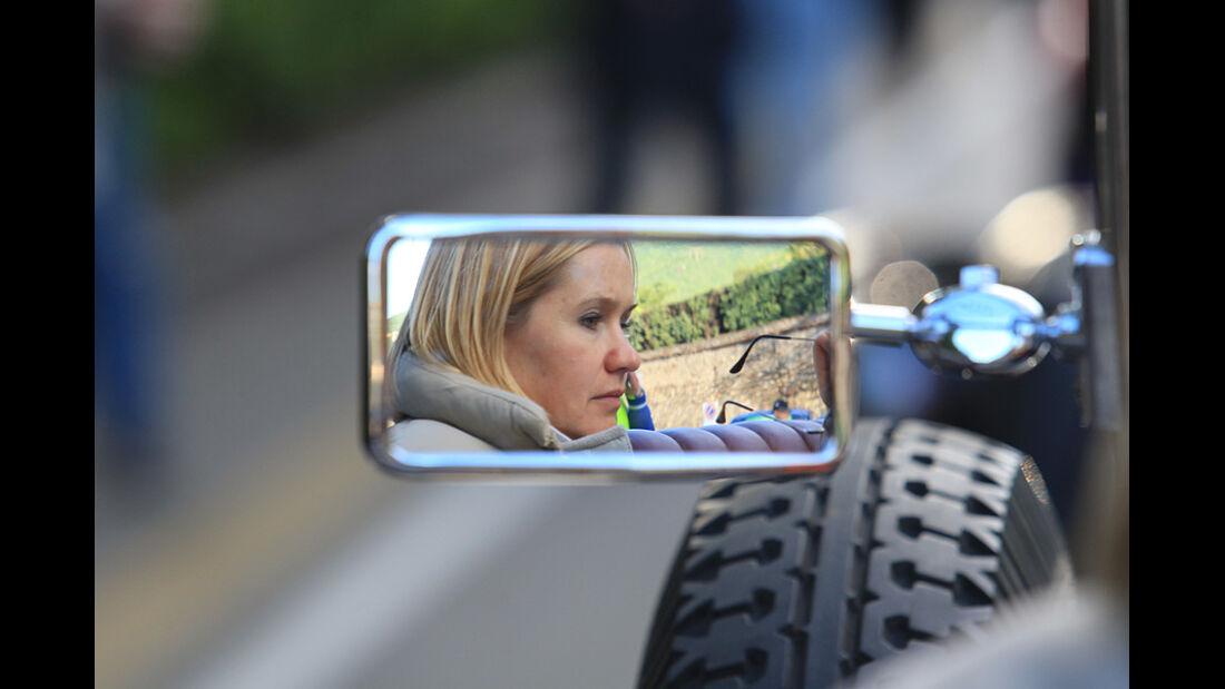 Mille Miglia 2010 - Blondine im Außenspiegel