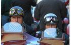 Mille Miglia 2010 - Fahrer und Beifahrer mit klassischen Halbschalenhelmen