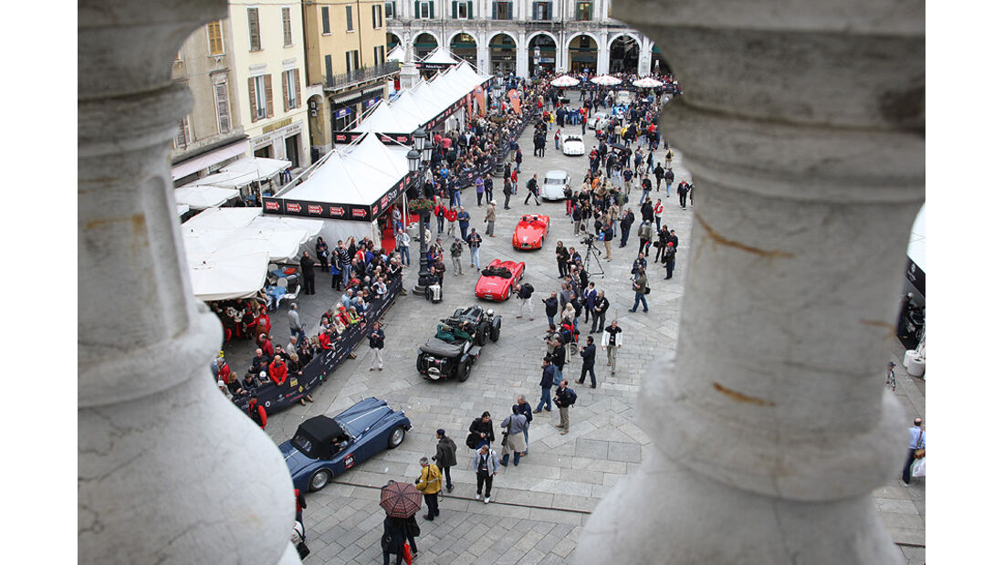 Mille Miglia 2010 - Luftaufnahme von Teilnehmerautos