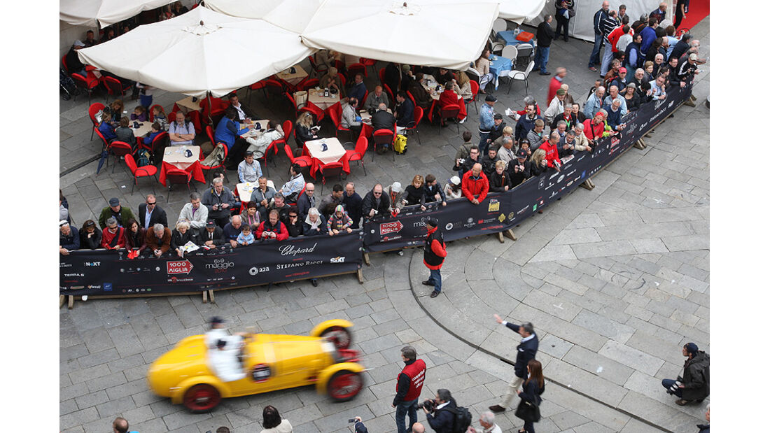 Mille Miglia 2010 - Luftaufnahme von Zuschauern