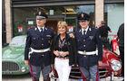 Mille Miglia 2010 - Uschi Glas mit zwei italienischen Gendarmen
