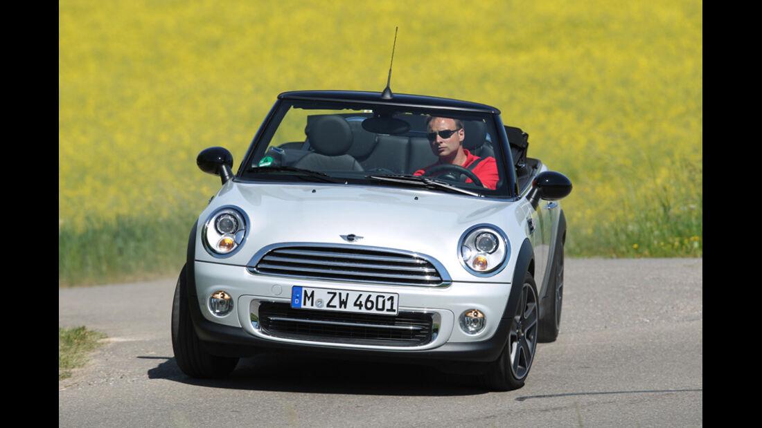 Mini Cooper Cabrio, Frontansicht, offen, Wiese