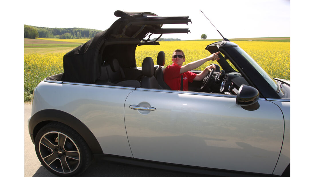 Mini Cooper Cabrio, Seitenansicht, Verdeck schließt