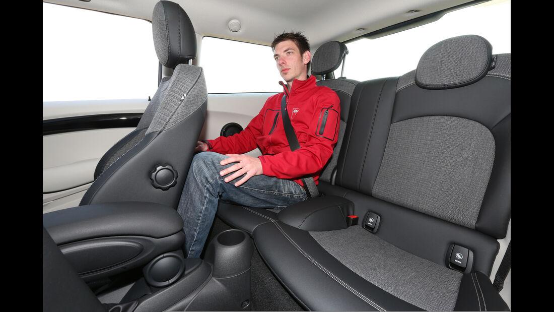 Mini Cooper, Rücksitz, Beinfreiheit