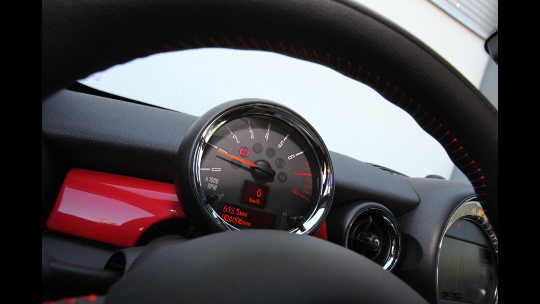 Mini Coupe Cooper Works, Rundinstrumente