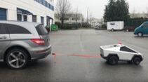 Mini-Cybertruck gegen Mercedes R-Klasse