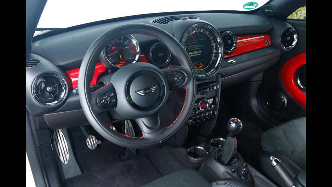 Mini JCW Coupé, Cockpit