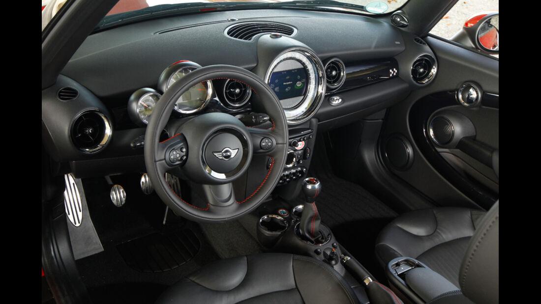 Mini John Cooper Works Cabriolet, Cockpit