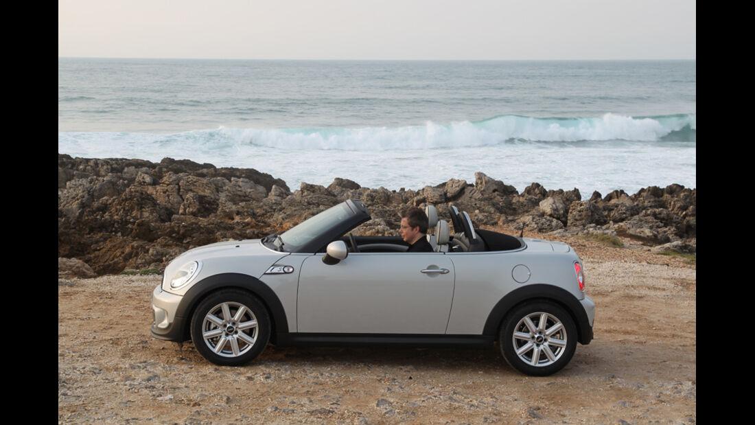 Mini Roadster, Seitenansicht, Dach schließen
