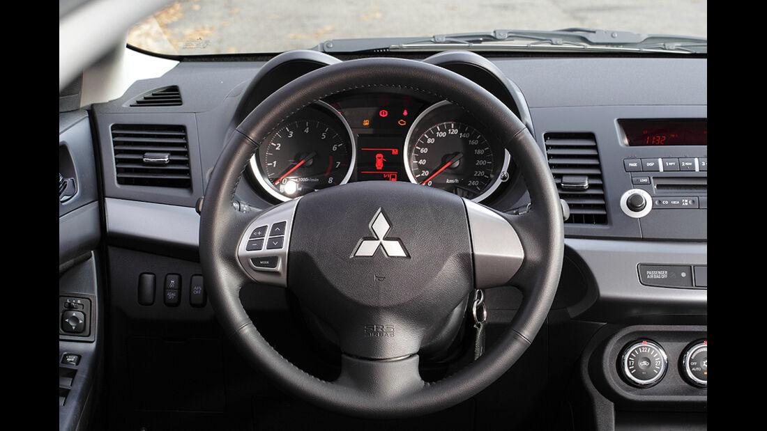 Mitsubishi Lancer Sportback 1.6 XTRA, Cockpit