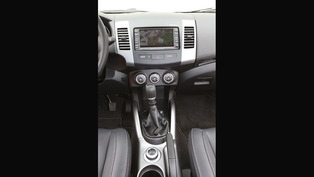 Mitsubishi Outlander, 2.2 DI-D Instyle, Mittelkonsole