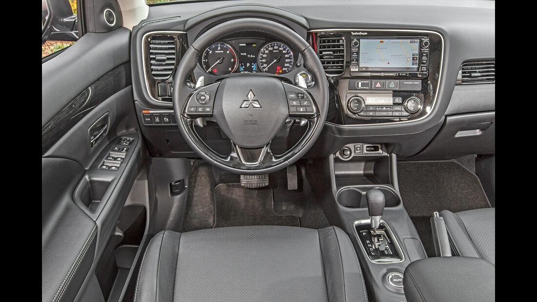 Mitsubishi Outlander 2.2 Di-D 4WD, Cockpit