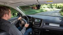 Mitsubishi Outlander 2.2 Di-D 4WD Instyle, Cockpit, Lenkrad