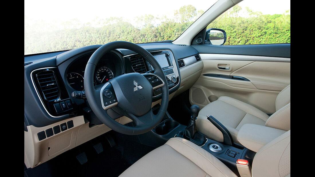 Mitsubishi Outlander Innenraum SUV Genf 2012