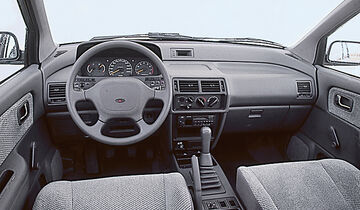 Mitsubishi Space Wagon, Cockpit