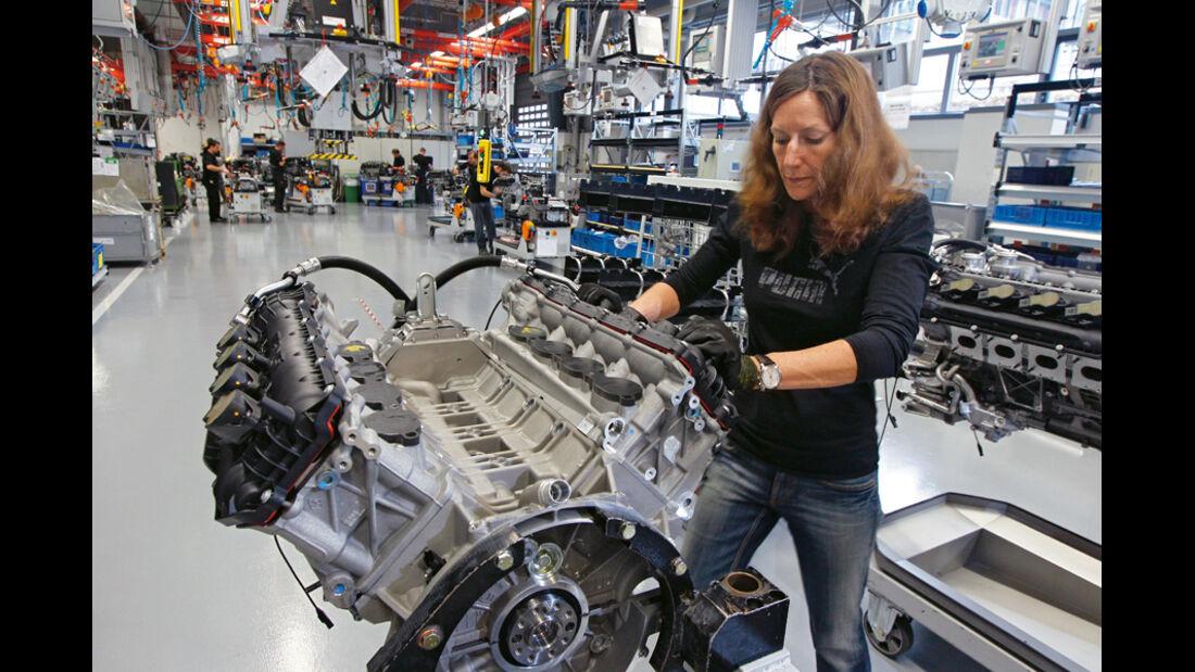 Montage AMG-V8-Motor