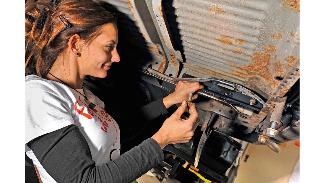 Montage Anhängerkupplung, Anna Matuschek