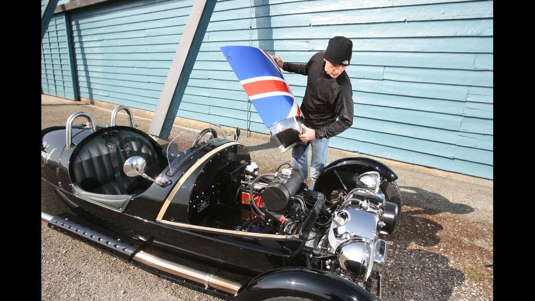 Morgan Threewheeler, Motorhaube
