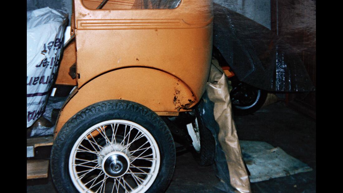 Morris Minor Saloon, unrestaurierte Seitenansicht, Reifen, Detail