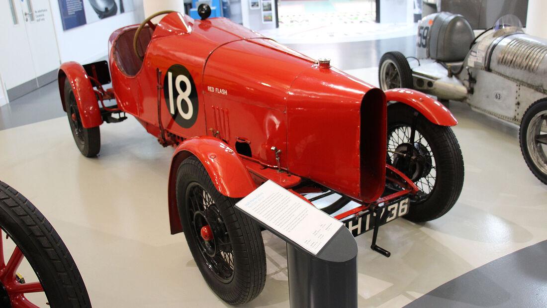 Morris Oxford Red Flash Special im British Motor Museum