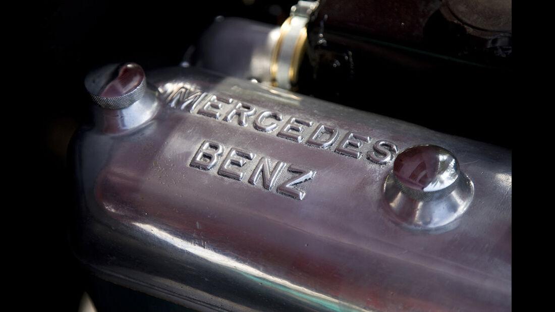 Motor - Zylinderkopf des Mercedes-Benz 150 Sport Roadster
