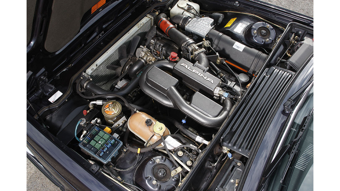Motor des BMW Alpina B7