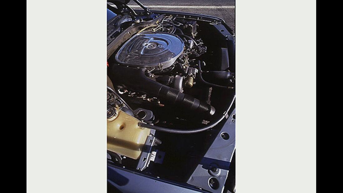 Motor des Mercedes-Benz 380 SEC