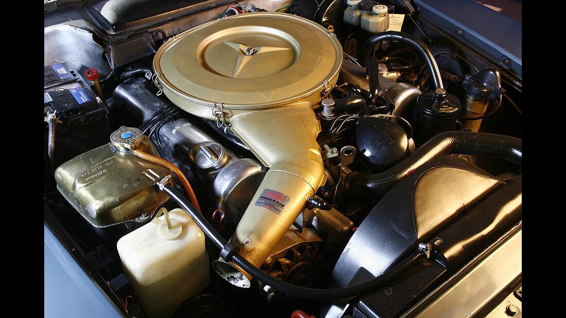 Motor eines Mercedes-Benz 350 SL/SLC (R/C 107)