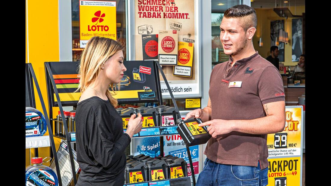Motorölkauf, Tankstelle