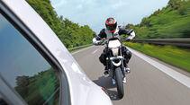 Motorradfahrer, Auffahren