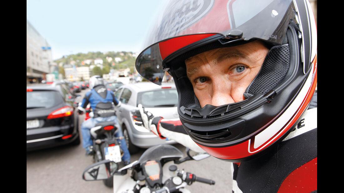 Motorradfahrer, Stau