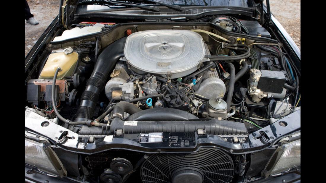 Motorraum des Mercedes-Benz 500 SEC-AMG, Baujahr 1982