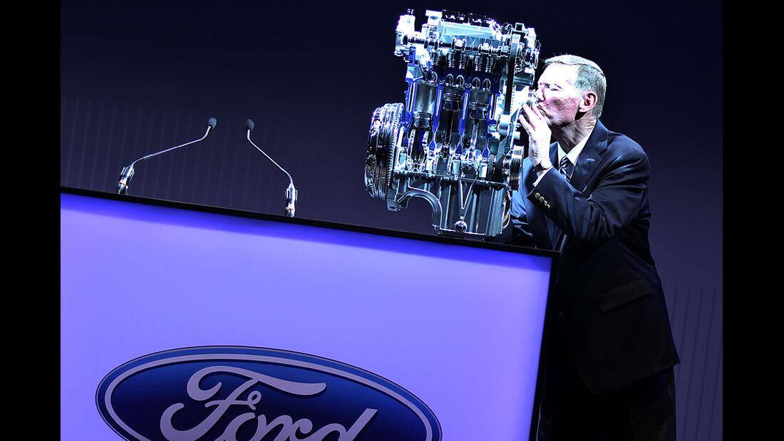 Mulally küsst Ford-Ecoboost-Motor