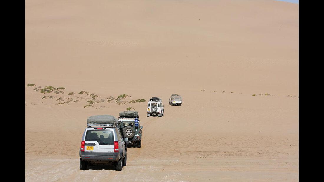 Wildnis in Namibia: Offroad-Tour mit Land Rover - auto ...