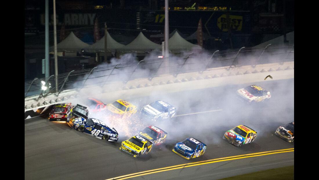 Nascar Crashs Daytona Budweiser Shootout 2012
