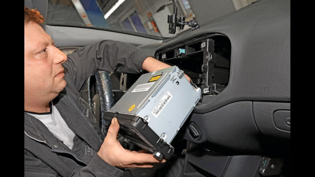 Navigationsradio einbauen, Anschlüsse