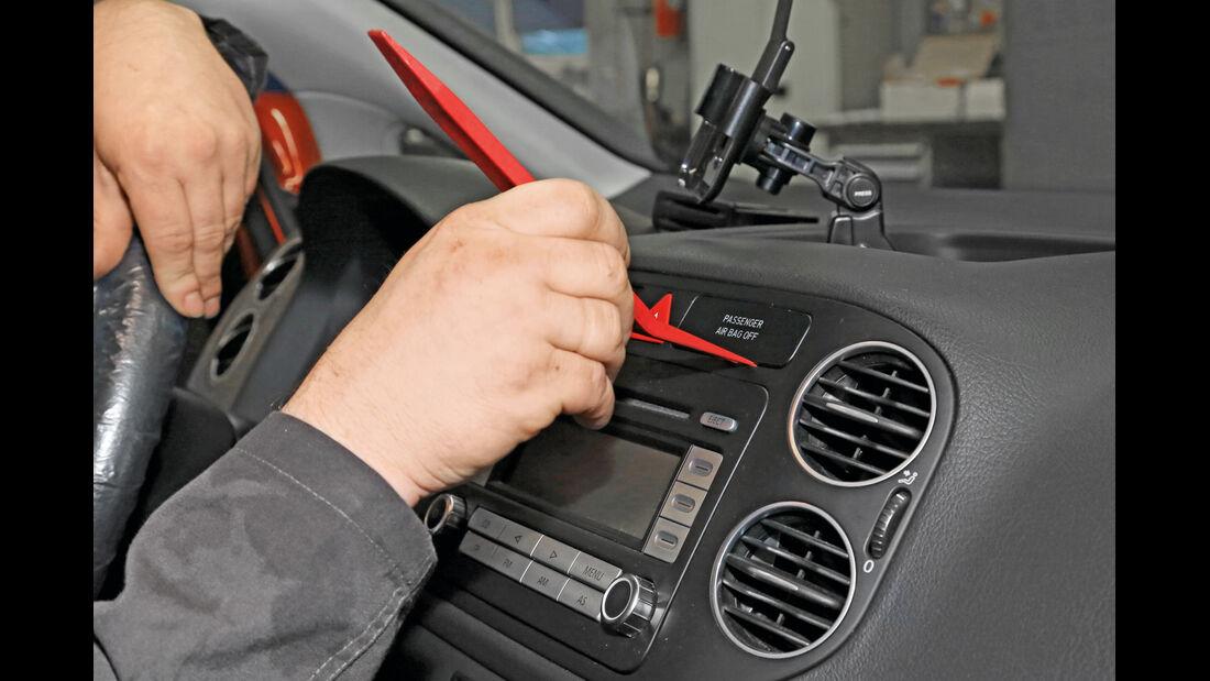 Navigationsradio einbauen, Blende