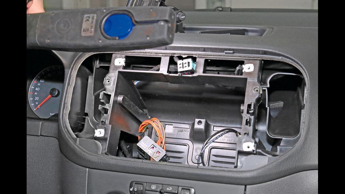 Navigationsradio einbauen, Schacht