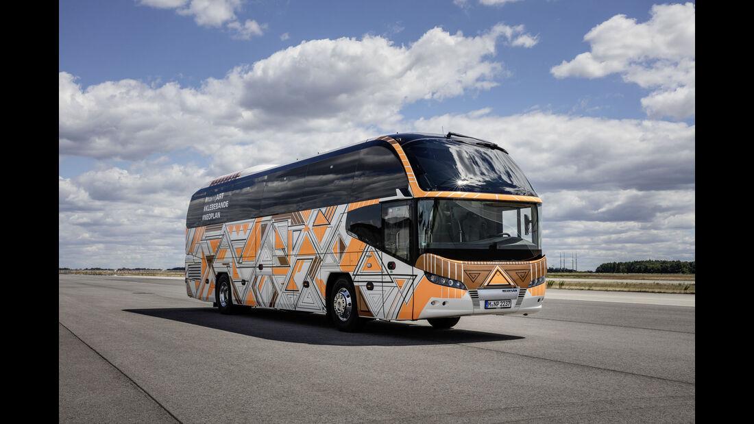 Neoplan Moving Art Bus