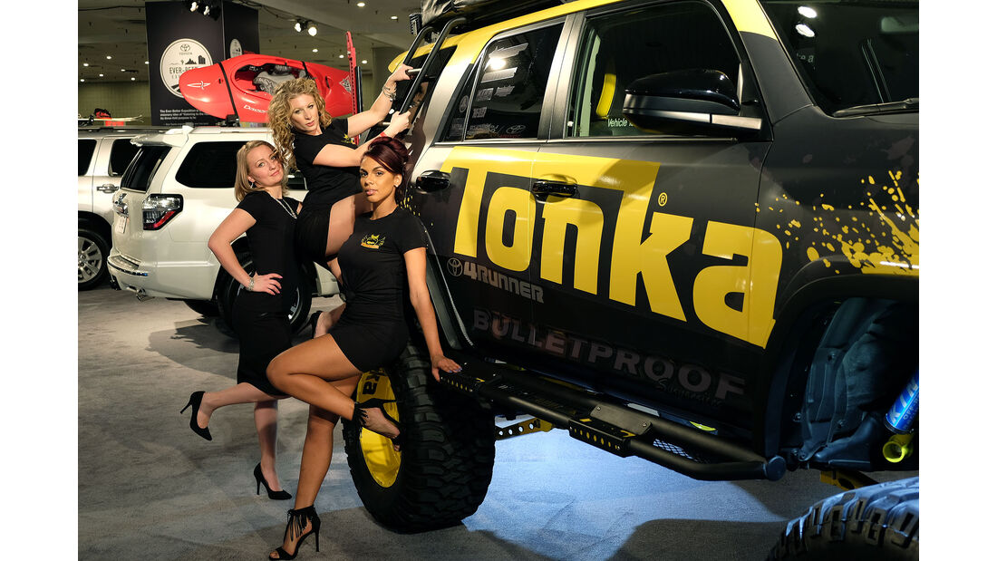 New York Auto Show 2042