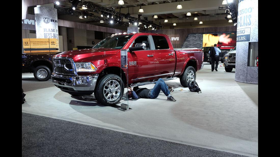 New York Auto Show 2046