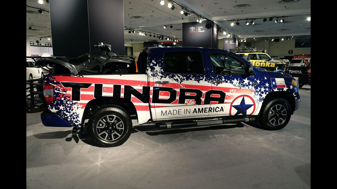 New York Auto Show 2054