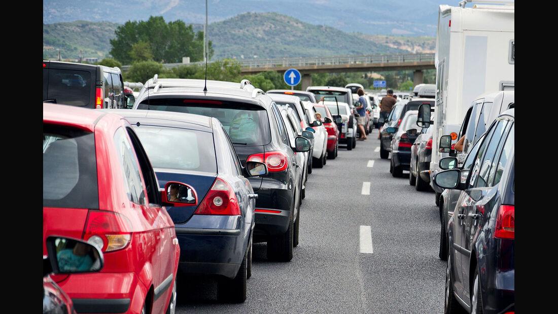 Nicht dann fahren, wenn alle fahren: Clevere Routenplanung hilft gegen die Staufalle.