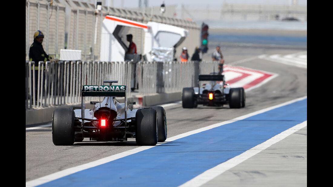 Nico Rosberg - Mercedes - Kevin Magnussen - McLaren - Formel 1 - Test - Bahrain - 27. Februar 2014