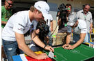 Nico Rosberg spielt Tipp-Kick