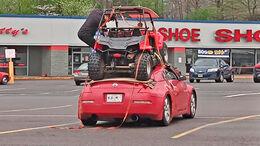Nissan 350Z mit ATV auf dem Dach