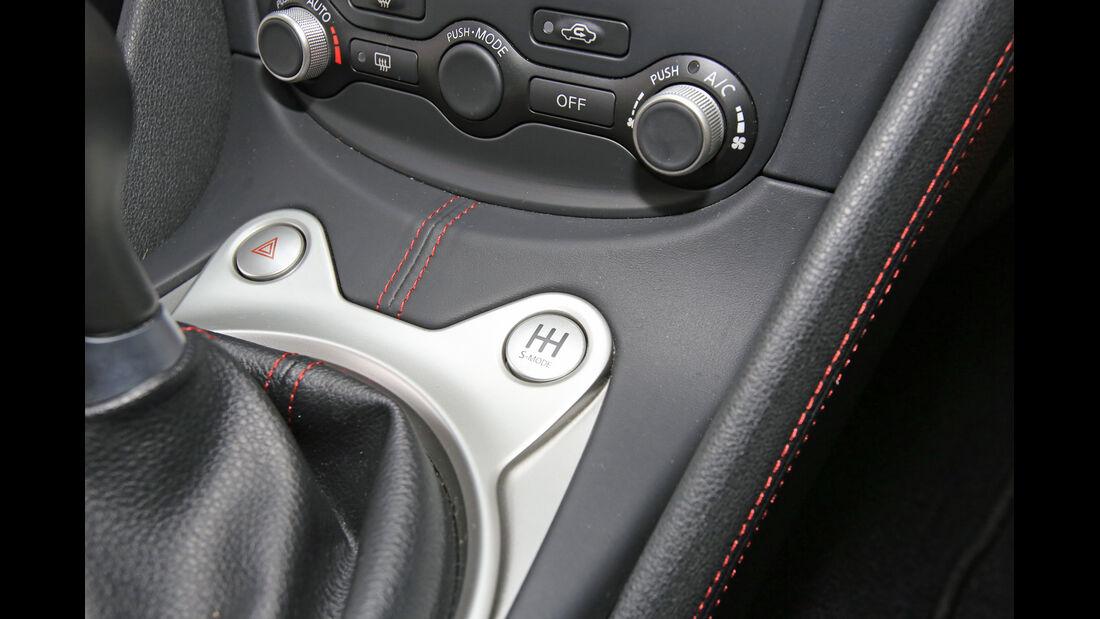 Nissan 370 Z Nismo, Bedienelemente