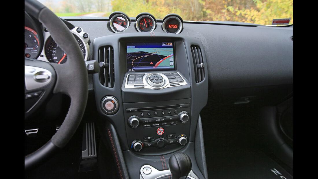 Nissan 370 Z Nismo, Mittelkonsole