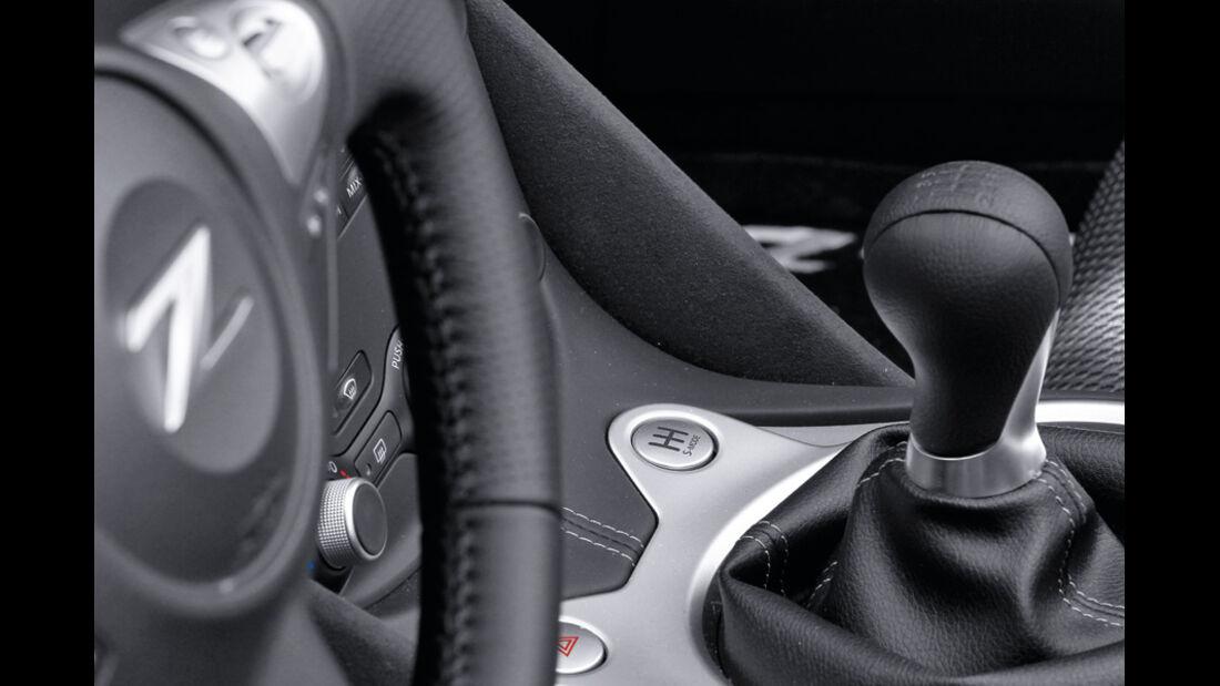 Nissan 370 Z Roadster, Detail, Lenkrad, Emblem